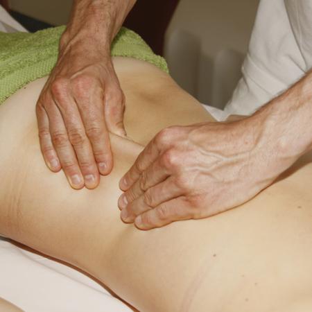 Entschlackende Massagetechniken im Parkhotel Igls_Moderne Mayr-Medizin