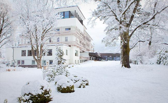 Mayr Fasten Park Igls Gesundheitszentrum Tirol Österreich Aussenansicht Winter