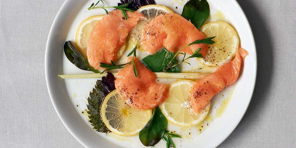 Kochen mit Kräutern - Wildlachs auf Zitronen und Kräutern