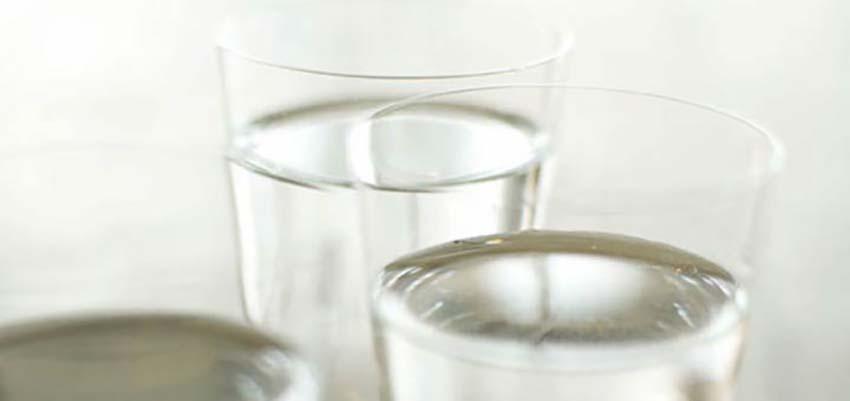 Wasser und Kräutertees